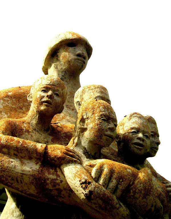 Statue of Suriname with her children