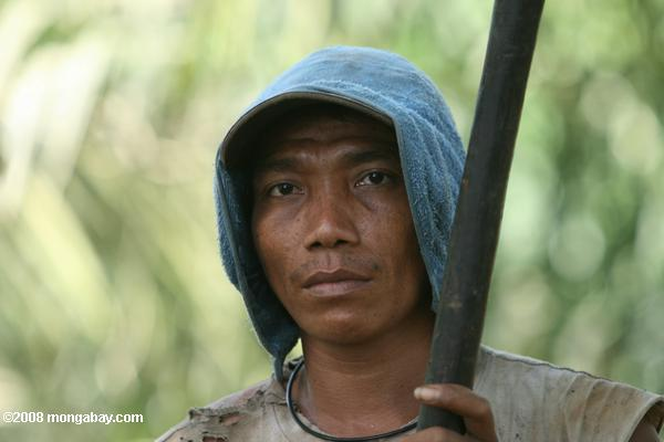 Oil palm plantation worker. The oil palm industry has been hit by allegations of poor working conditions. Photo by: Rhett A. Butler.